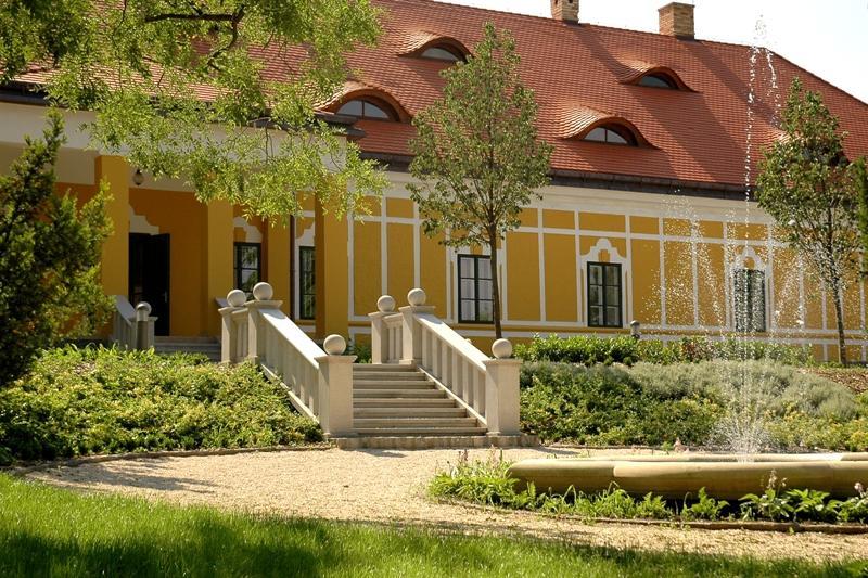 Rácalmási szigetfutás - A Jankovich Kúria hátsó kertje