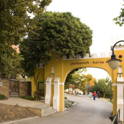 Rácalmási szigetfutás - A Jankovich Kúria bejárata